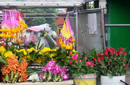 Beautiful Jasmine Wreaths or Garlands with Roses, Marigold and Orchid at Thailand Flower Shop. Stok Fotoğraf