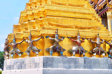 Demon Guardian Giant Statues Stand Around Pagoda and Lifting The Base of The Golden Pagoda Stok Fotoğraf