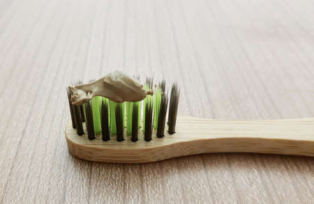 Wooden Bamboo Toothbrushes with Herbal Toothpaste. An Oral Hygiene Instrument Used to Clean The Teeth, Gums and Tongue. 免版税图像
