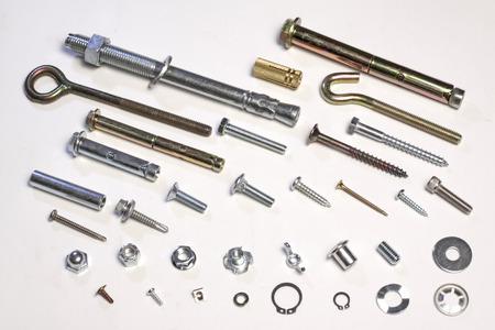 金属ボルト、白い背景の上のネジ 写真素材 - 64011110