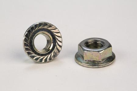 金属ボルト、白い背景の上のネジ 写真素材 - 63983514
