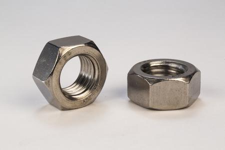 金属ボルト、白い背景の上のネジ 写真素材 - 63983519