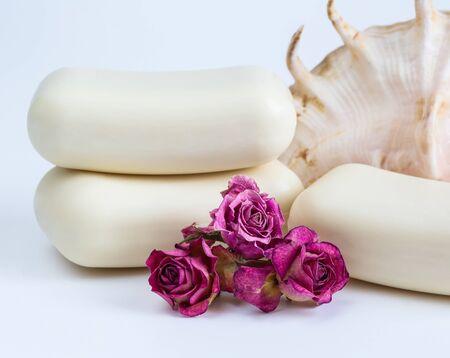 productos de aseo: jab�n primer plano sobre un fondo blanco, higiene, art�culos de higiene