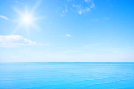 Blauer Himmel Standard-Bild - 23660085