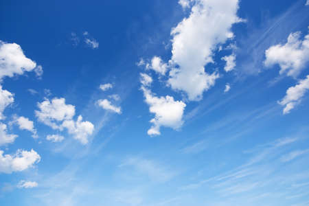 ciel avec nuages: Ciel bleu Banque d'images