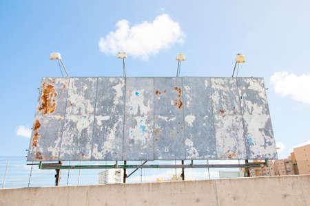 crisis economica: Vaciar valla publicitaria, símbolo crisis económica Foto de archivo
