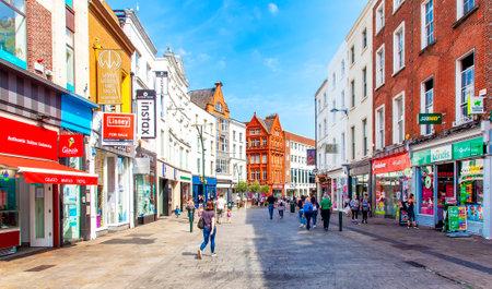 DUBLIN, IRELAND – 7 June 2018: Grafton street in Dublin 에디토리얼