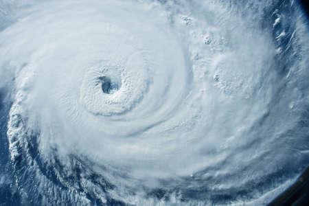 Un enorme tornado, un ciclone dallo spazio. Per qualsiasi scopo.