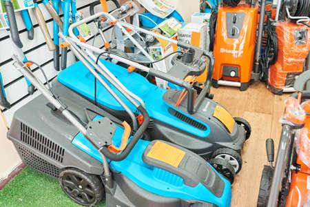 Minsk, Weißrussland - 2. September 2018 Shop für Markenbenzinausrüstung mit verschiedenen Komponenten. Für jeden Zweck. Editorial