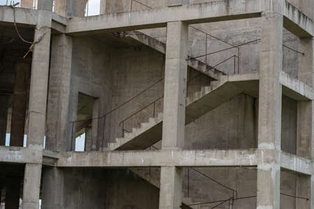 Staircase on a house under construction without walls. Banque d'images - 150891596