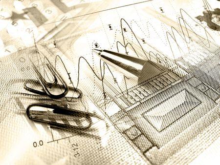 Un pequeño collage sobre análisis - lápiz y y clipses de papel contra el gráfico, en sepia.  Foto de archivo - 6132457
