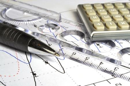 Negocio de fondo con el gráfico, regla, lápiz y calculadora. Foto de archivo - 11935635
