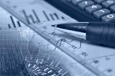 Negocio de fondo con el gráfico, regla, lápiz y calculadora, collage en tonos azules. Foto de archivo - 12602883