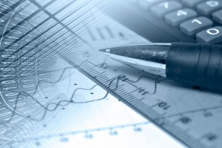 Business-Hintergrund in Blau mit Graphen, Lineal und Stift. Standard-Bild - 14100206