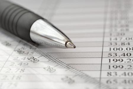 Business-Hintergrund mit Grafik, Lineal und Stift. Standard-Bild - 19896382
