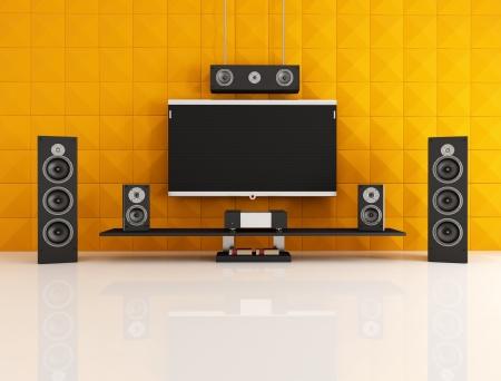 equipo de sonido: cine en casa negro y naranja con panel acústica - representación Foto de archivo