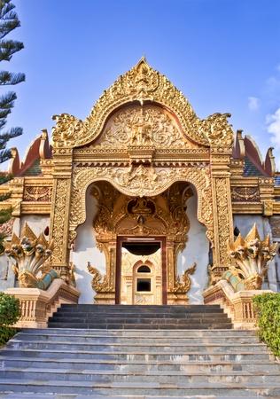 chaimongkol: Gate of temple at Wat Phra Mahathat Chedi Chaimongkol in Thailand