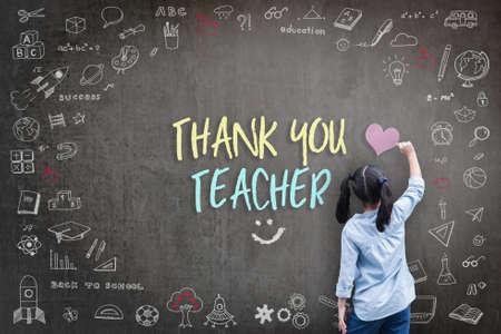 Danke Lehrergruß für das Konzept des Weltlehrertages mit Rückansicht des Schülers, der das Doodle des Lernens der Bildung mit grafischer Freihand-Illustrationsikone auf Schwarz zeichnet