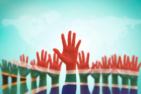 Bandiera nazionale del Sudafrica sui palmi del leader (percorso di ritaglio) isolato per i diritti umani, la leadership, il concetto di riconciliazione