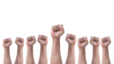 Empoderar el poder de las personas, los derechos humanos y el día de mayo, el concepto del día del trabajo con el puño cerrado masculino del grupo de la mano del hombre aislado sobre un fondo blanco.
