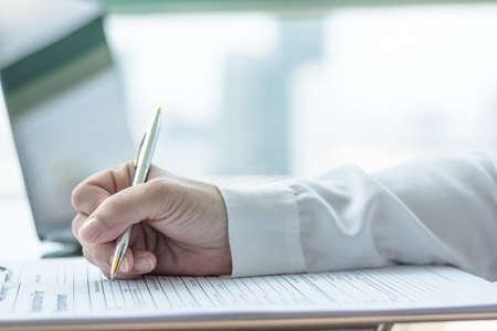 Formulario de solicitud comercial con el solicitante que completa el documento de la empresa que presenta el perfil personal que solicita trabajo, oportunidad de empleo, carrera de oficina administrativa