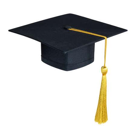 Chapeau de remise des diplômes, casquette académique ou mortier en noir avec pompon en or isolé sur fond blanc (chemin de détourage) pour la maquette de conception de chapeau éducatif et le modèle de maquette de chapeau de début d'école