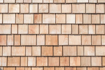 Shingle red cedar wooden shake wood siding row roof panel made of larch conifer tree Standard-Bild