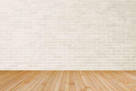 Strukturierter Hintergrund der cremebraunen Backsteinmauer mit Holzboden in Gelbbraun für Innenräume Standard-Bild