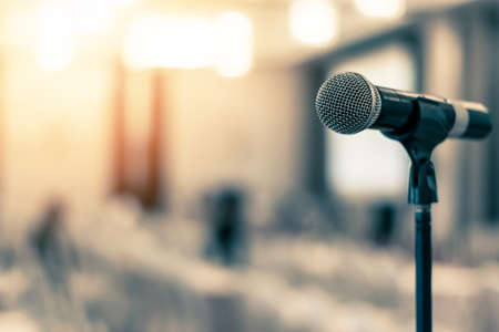 Microphone voice speaker in business seminar, speech presentation, town hall meeting, lecture hall or conference room in corporate or community event for host or townhall public hearing Stockfoto