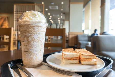 BANGKOK, THAILAND - December 23, 2020: Starbucks coffee Christmas cup drink beverage brand originated in USA celebrate xmas and new year anniversary with special design cup 新聞圖片