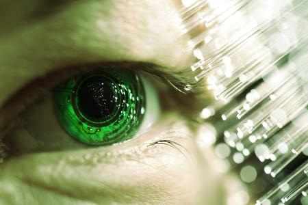 circuito electronico: ojo y el circuito electr�nico Foto de archivo