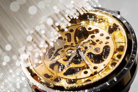 時計のメカニズムと光ファイバーの背景の表示を閉じる 写真素材