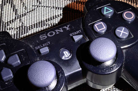 dual: Playstation 3 dual shock controller Editorial