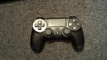 shiny: Dualshock 4 playstation 4 controller
