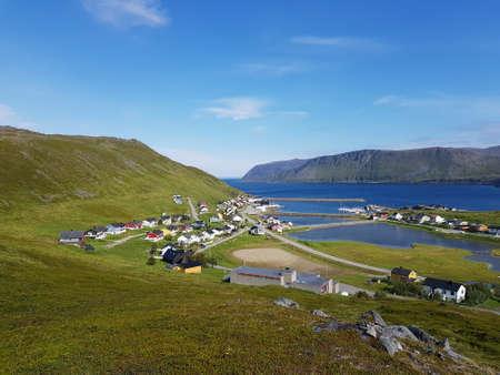 Pequeño asentamiento de Skarsvaag, condado de northcape, norte de Noruega