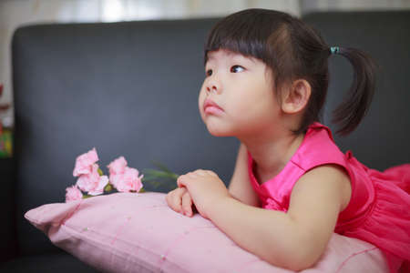depend: Happy Mothers Day. Child is thinking send gift to mother.