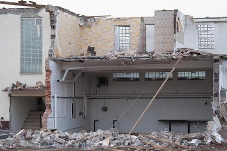 paredes exteriores: Casa demolida sin techo, en parte sin paredes exteriores