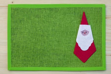 servilleta de papel: Santa Claus servilleta sobre la estera de lugar y madera, abeto, abeto Foto de archivo
