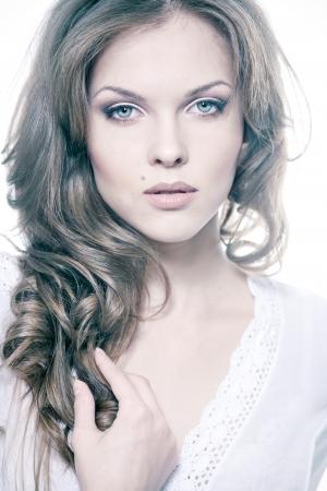 Closeup portrait d'une jeune femme sexy avec le maquillage naturel Banque d'images - 16050701