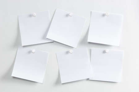 sticky notepaper: Blank paper, hanging on the wall with a pushpin Stock Photo