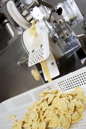industria alimentaria: Factoy alimentos automatizada hacer pasta fresca excelente