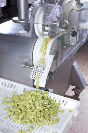 Geautomatiseerde voedsel Factoy maken uitstekende verse pasta Stockfoto
