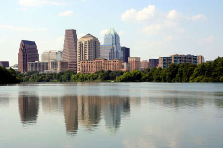 A nice clear shot of downtown Austin, Texas from across Town Lake. Imagens