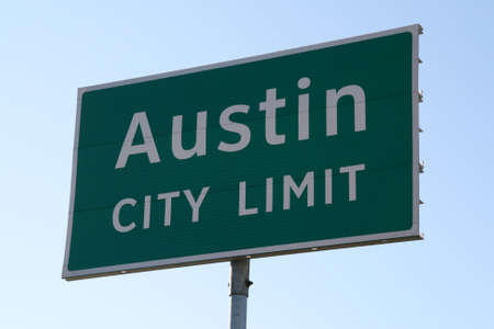 A Austin City Limit sign that you would see when going into Austin, TX.  This is a popular symbol of Austin. Imagens