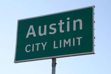 austin: Ein Austin City Limit Zeichen daf�r, dass Sie sehen, wenn sie in Austin, TX. Dies ist ein beliebtes Symbol von Austin.