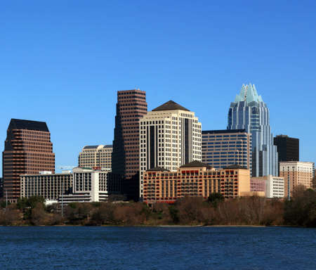 The downtown austin texas skyline on a clear sunny day. Imagens