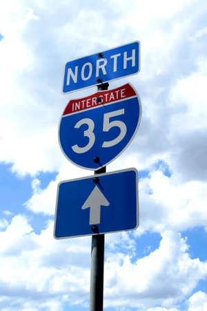 35: Un signo de carreteras autopista 35 en Texas.