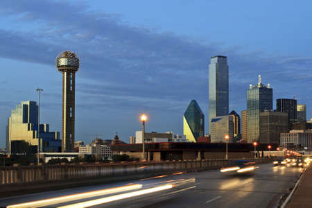 Downtown Dallas Texas at night just after sunset.  Traffic is coming at the camera and creates a nice blur. Imagens