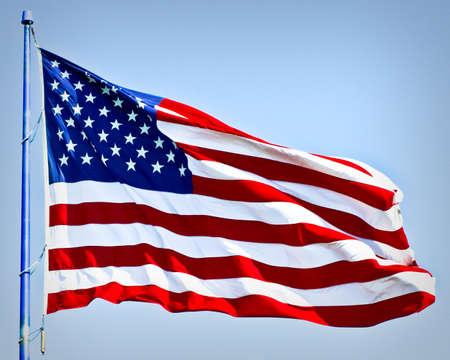 united nations: una bandera americana con audacia en el viento
