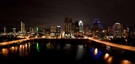 austin: Downtown Austin Texas Cityscape nachts aus �ber Lady Bird Lake formal bekannt als Town Lake